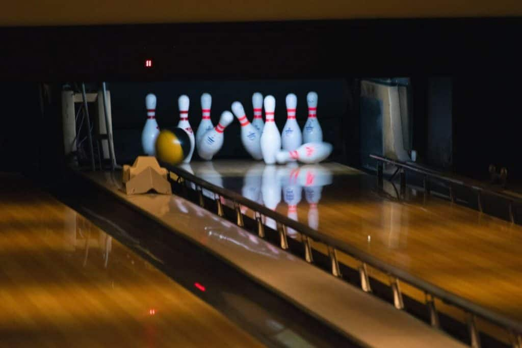 third date ideas bowling
